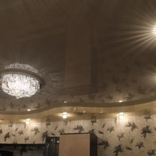 Натяжной двухуровневый потолок в..